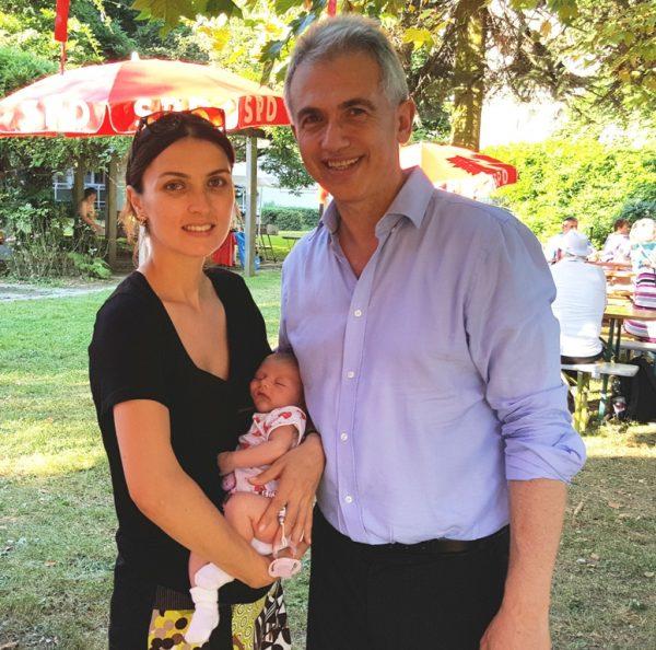 OB Peter Feldmann mit Frau und Töchterchen