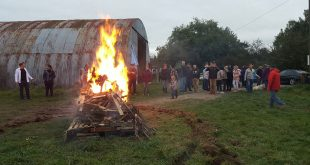 Kerbeburschen verbrennen die Kerb