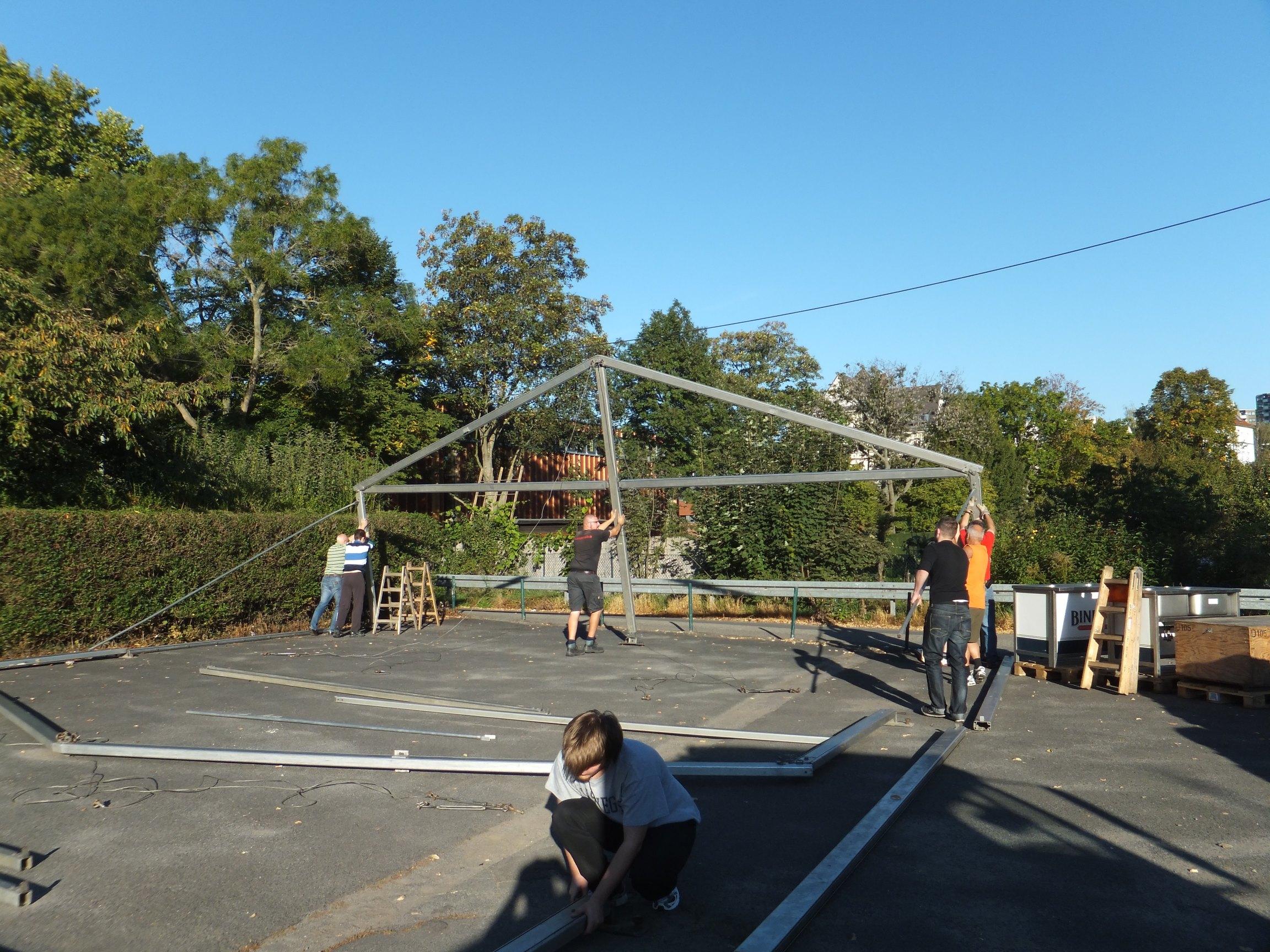Zeltaufbau 2011